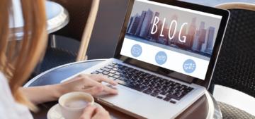 woman blogger laptop